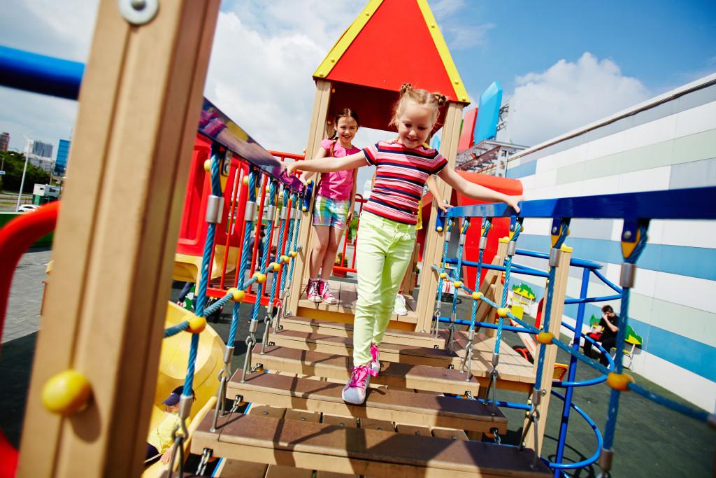 Building Self-Esteem | kids playing in park